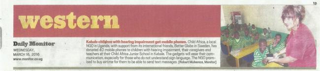 Tidningsklipp från Daily Monitor om mobiltelefonerna som vi Better Globe-kunder skänkte i slutet av förra året.
