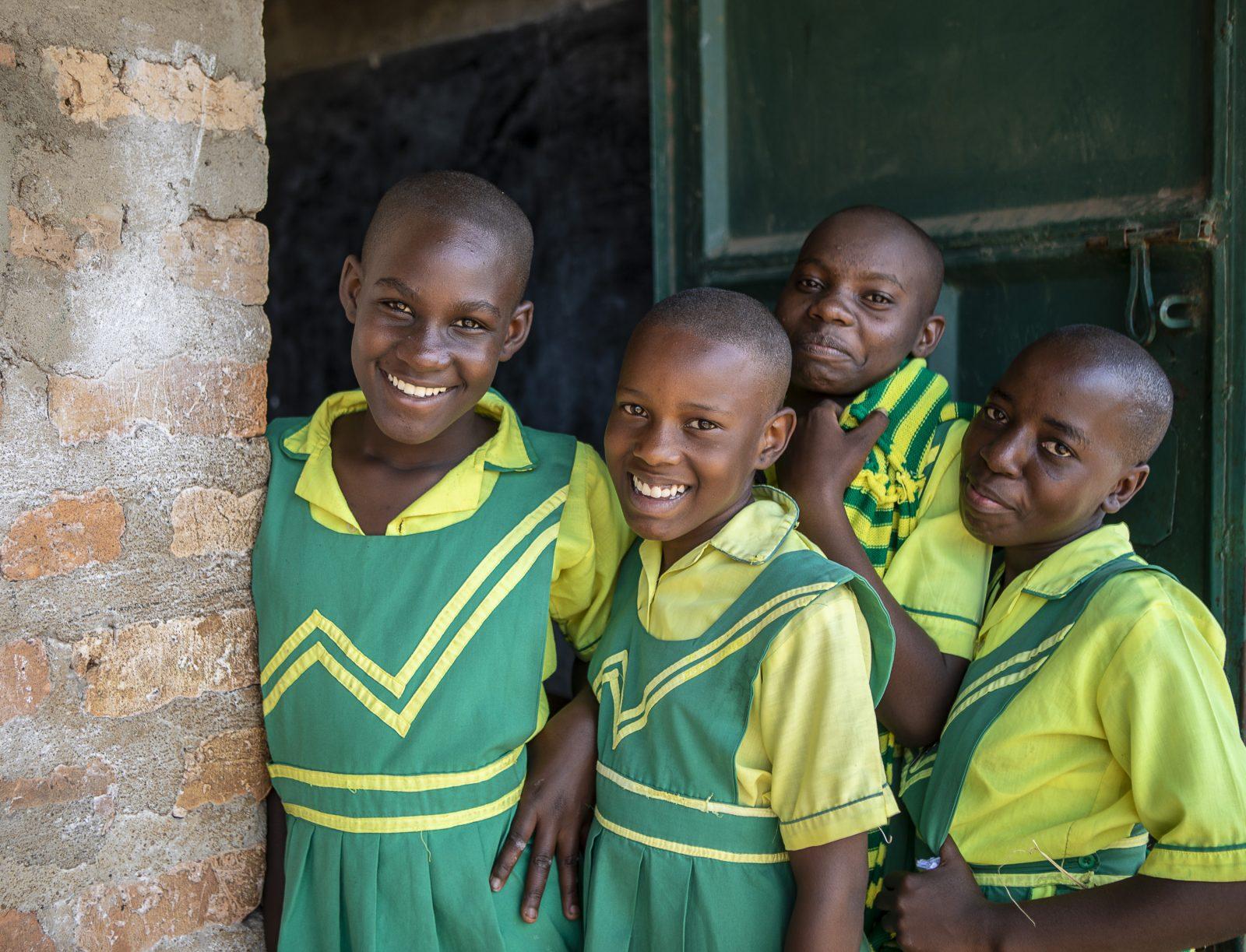Elever som bär Child Africas skoluniform