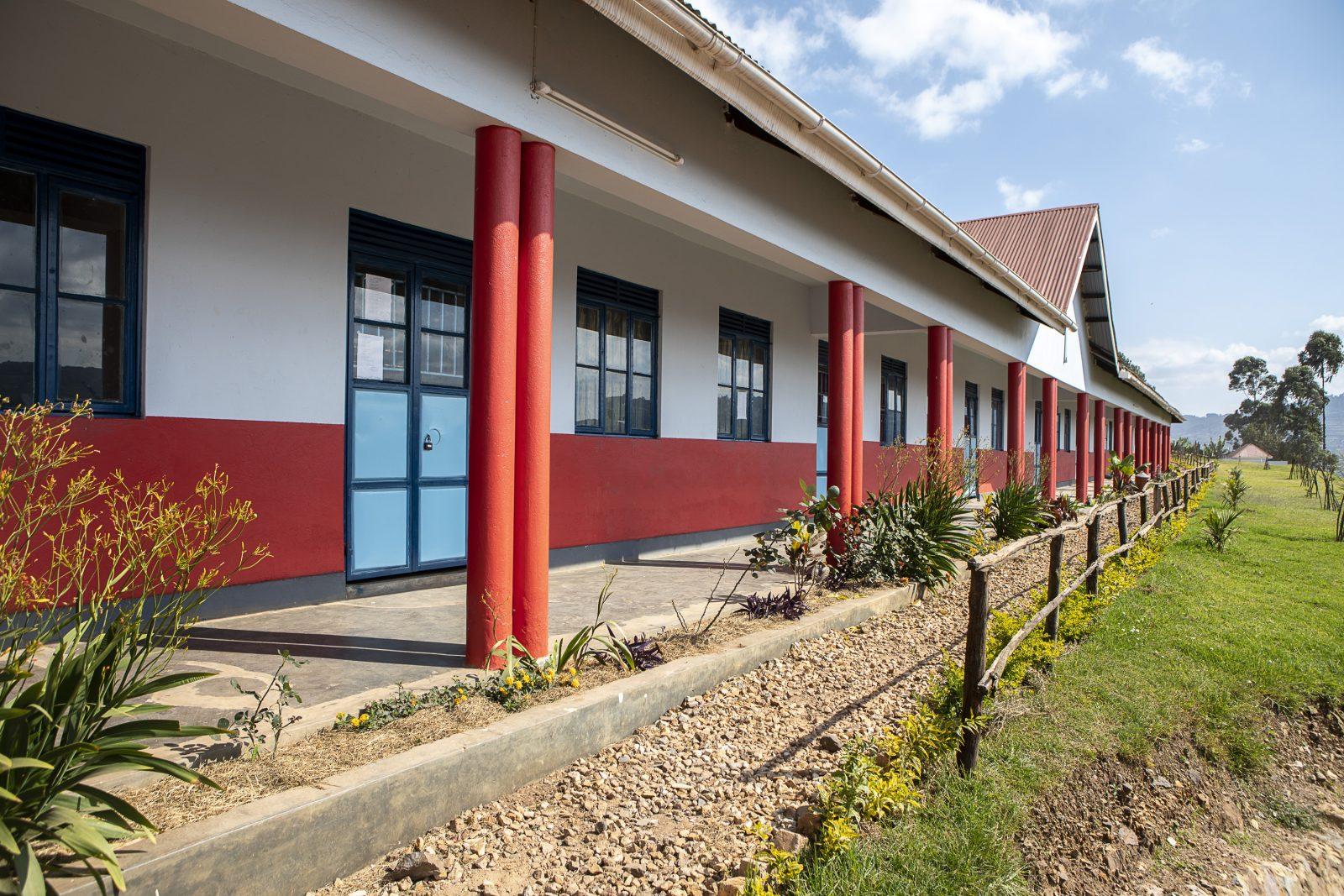 Skola som köptes in i Uganda av Child Africa för ett lån från Better Globe